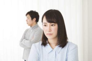 結婚相手に不安を抱える女性